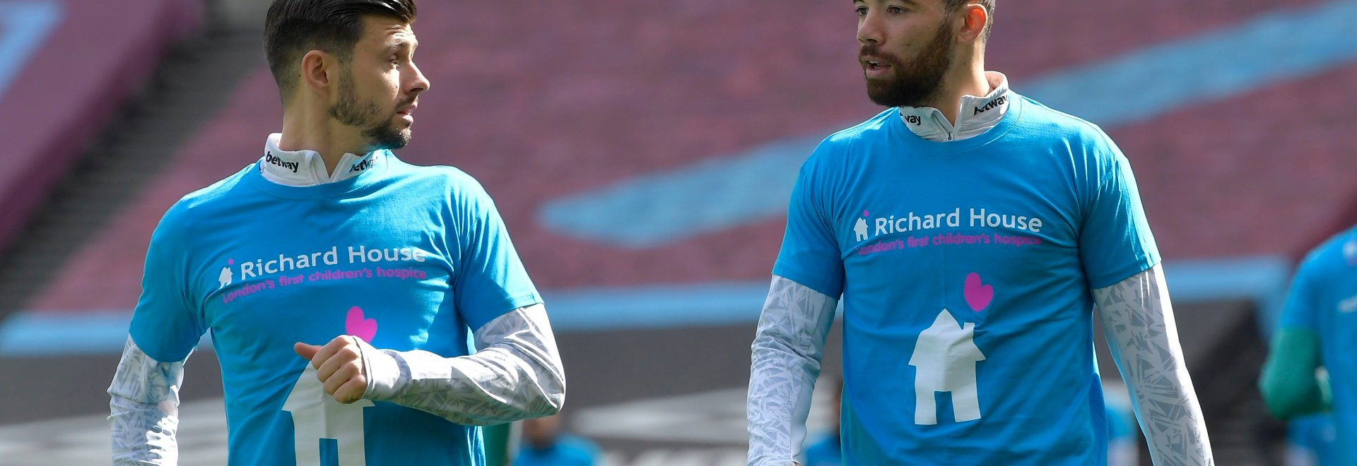 West Ham players sported Richard House  t-shirts in the club's latest show of support for the charity.